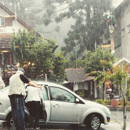 Love and Romance: Images of Lovers in Rain